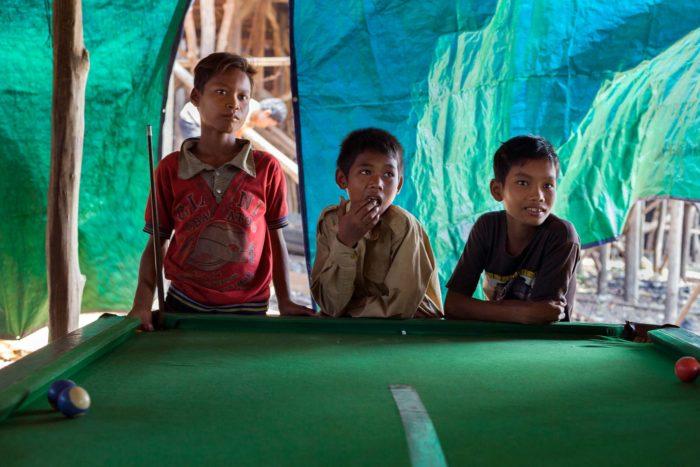 02-kids-playing-pool,-kompong-khleang-cambodia---copyright-salvo-galano
