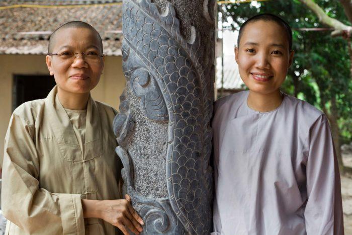 109-women-buddhist-monks-near-hanoi-vietnam