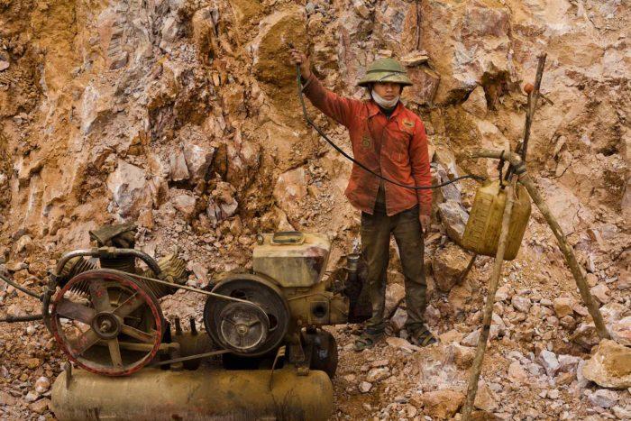 96-worker-puts-gas-in-a-compressor,-north-vietnam