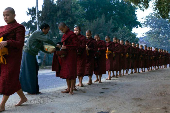 16-buddhist-monks-collecting-food---bagan,-myanmar---copyright-salvo-galan