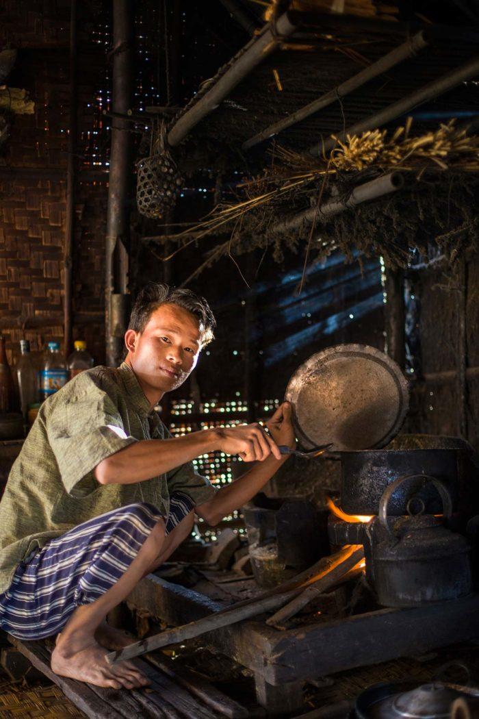 23-boy-cooking-inle-lake,-myanmar