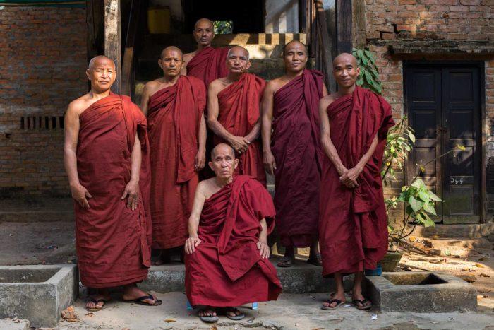 28-teachers,-buddhist-school,-myanmar