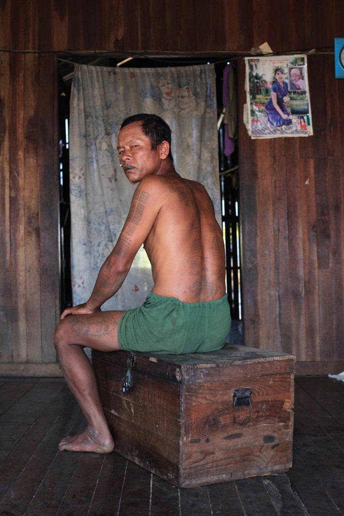 30-tattooed-man-inle-lake-myanmar---copyright-salvo-galano