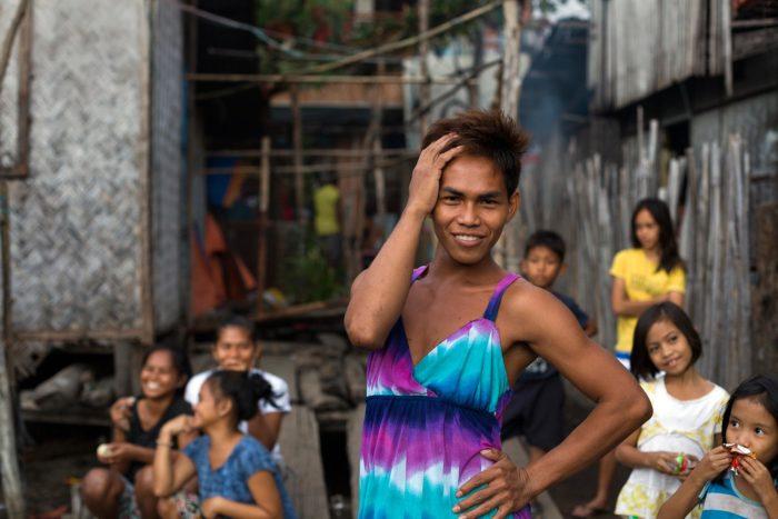 49-ladyboy-in-the-slum,-coron-philippines
