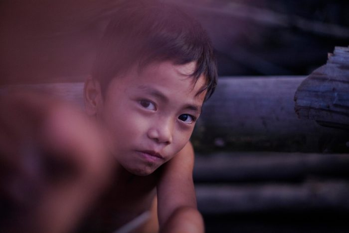 52-kid-in-the-slum,-philippines