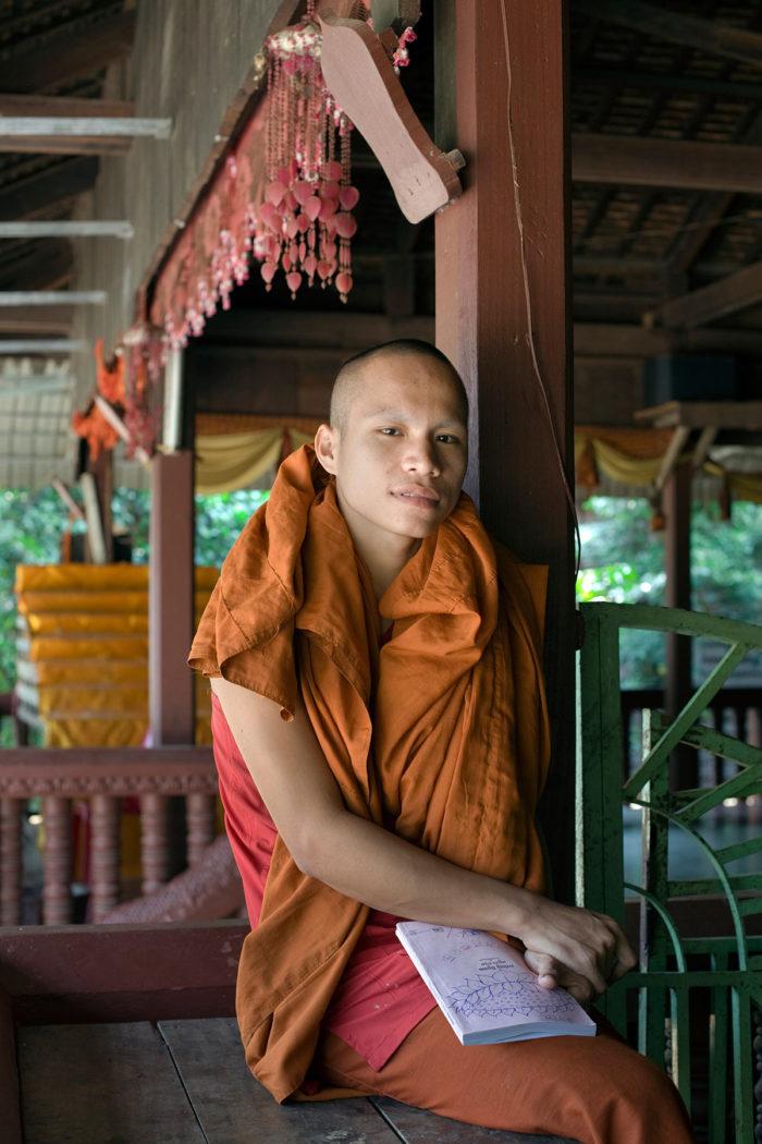 70-buddhist-monk,-angkor-wat-cambodia