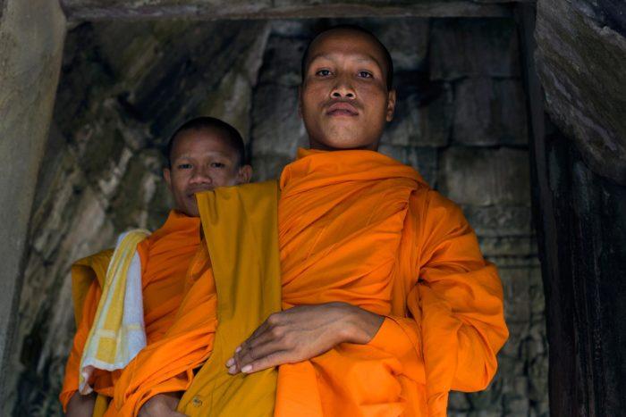 72-buddhist-monks,-angkor-wat-cambodia