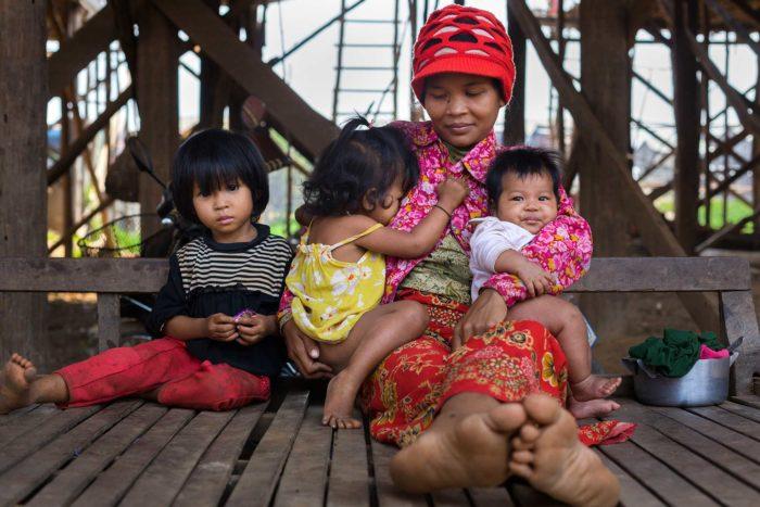 80-family,-kompong-phluk-cambodia