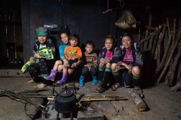 91hmong-family-near-sapa-vietnam-