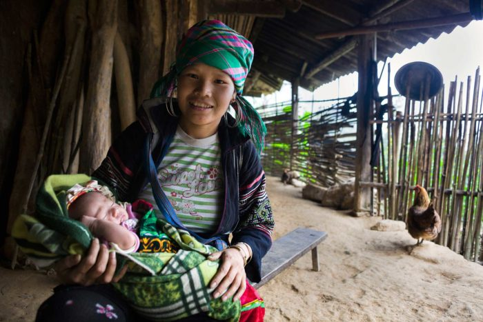 98-hmong-mother-with-daughter,-northern-vietnam